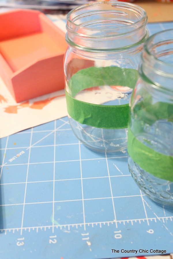 Mason Jar Desk Organizer -- make your own back to school teacher gift with this craft tutorial. An adorable way to add some organization to any desk.
