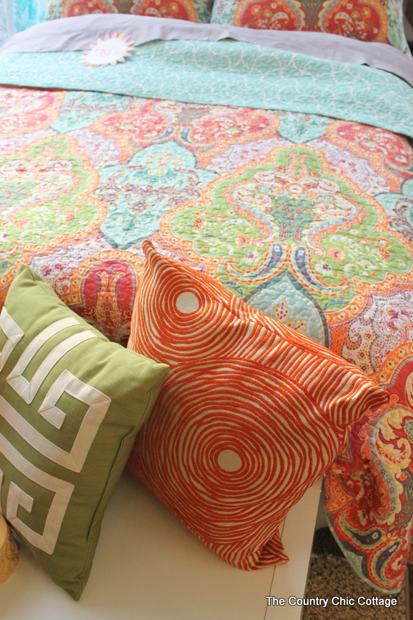 Love those colors? Try a quilt and pillows in the same color family. I ...