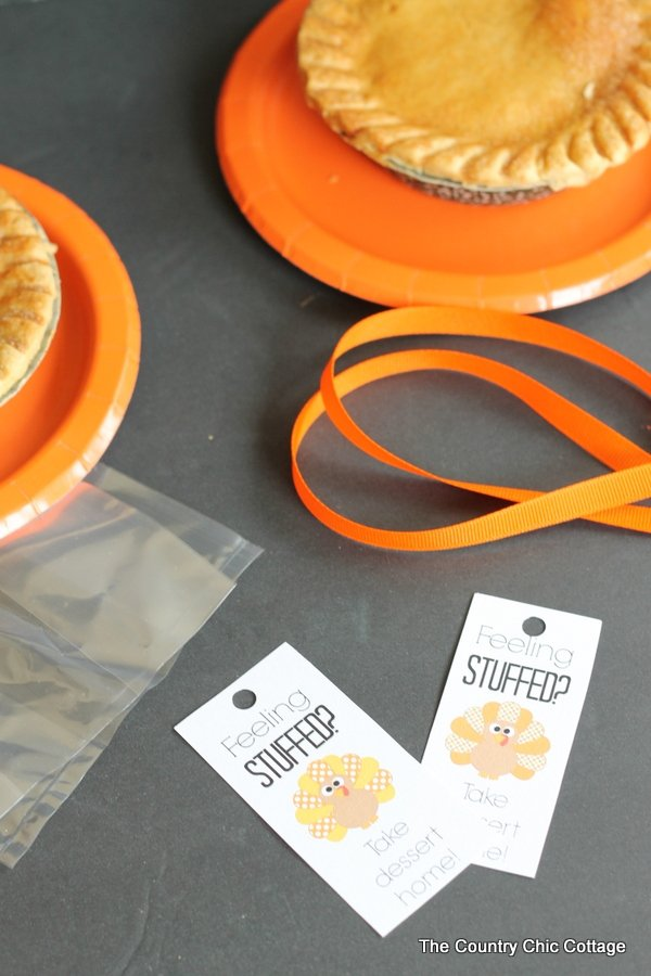 Thanksgiving dessert tags -- print these for free and send dessert home with your Thanksgiving dinner guests!