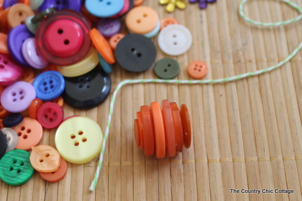 A quick and easy fall craft. Make these button pumpkins with just some buttons, hot glue, and twine!
