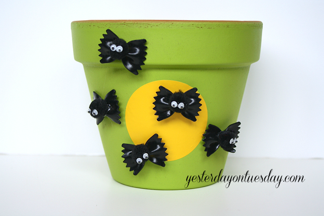 Easy Halloween Crafts -- tons of craft ideas in 15 minutes or less!
