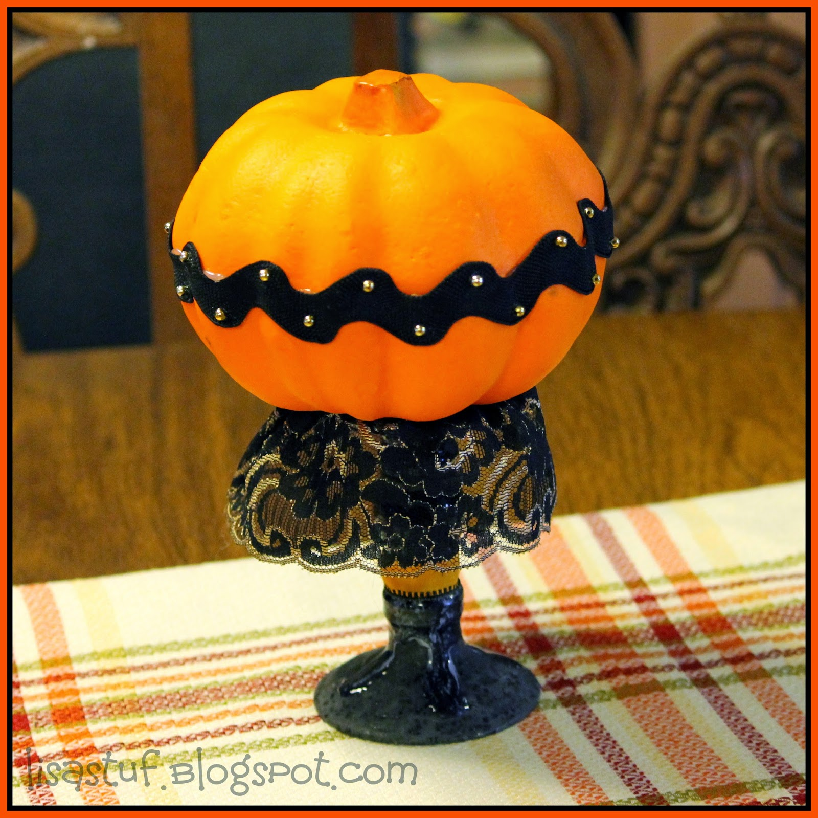 Easy Halloween Crafts -- easy crafts that can be made in 15 minutes or less!