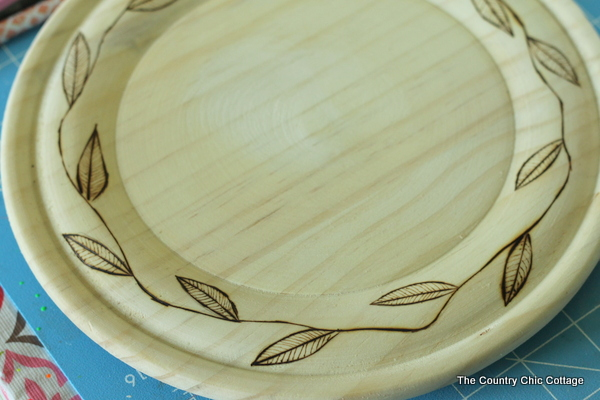 RIT Dye on Fall Plates -- RIT dye will stain wood!  Use it to make these fun plates in fall colors!