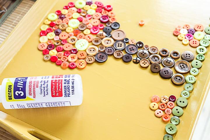 button mosaic tray