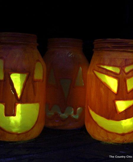 Halloween Jar Luminaries -- light up the night this Halloween with these quick and easy to make mason jar luminaries!