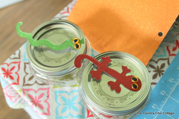 Halloween Mason Jar Toppers -- a fun way to decorate the tops of mason jars for giving favors for a Halloween party.