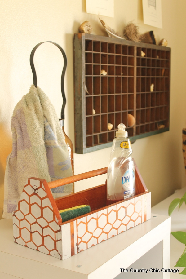 Mud Room Organization and Ideas -- incorporate these farmhouse style ideas into your own home!