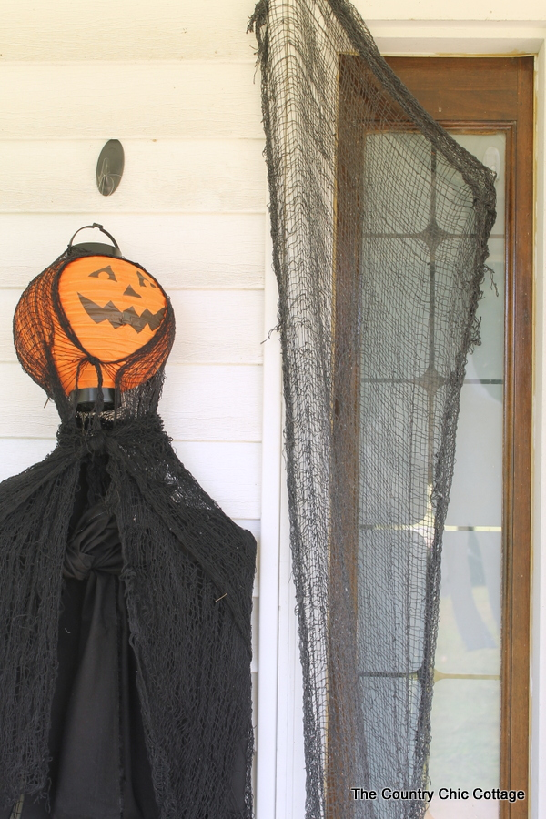 Paper Lantern Hanging Ghosts -- add these inexpensive Halloween decorations to your outdoor decor in just a few minutes!
