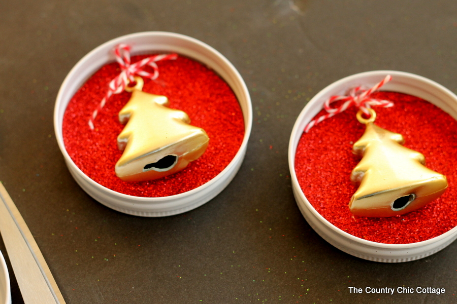mason jar lids turned into christmas ornaments