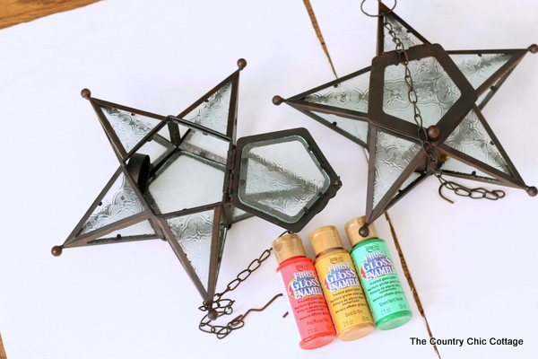 Christmas painted lanterns -- make these gorgeous lanterns inspired by the Philippine Christmas lantern tradition.