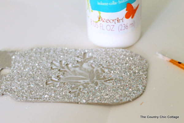 Make these glittered mason jar ornaments easily with a Cricut Explore. Click here to learn how!