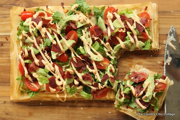 Avocado BLT Pizza -- an amazing and healthy recipe to keep your diet on track! Get the recipe here!