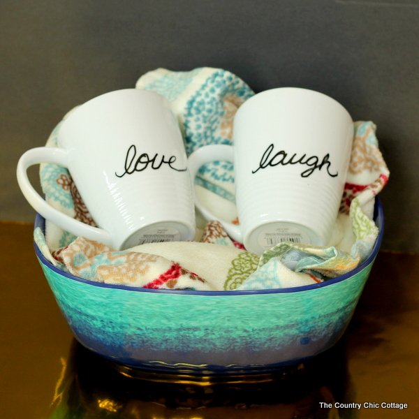 This adorable coffee mug set gift basket is the perfect affordable gift idea for any kitchen or coffee enthusiast!