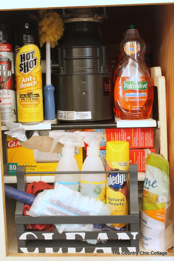 organize cleaning supplies with a cleaning caddy-004