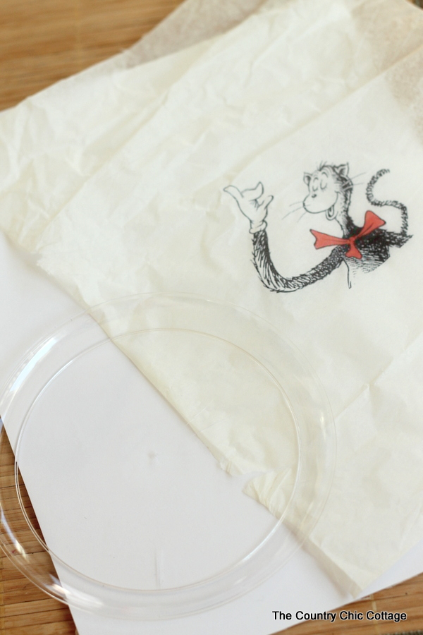 See how to make this Cat in the Hat plate and themed cookies. Great for the birthday of Dr. Seuss and Read Across America day!