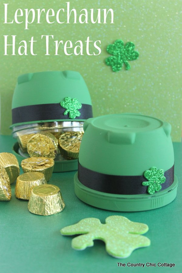 Fun treat for Saint Patrick's Day in the shape of a leprechaun hat!  A quick and easy craft for any party or just to give a gift to the kids.