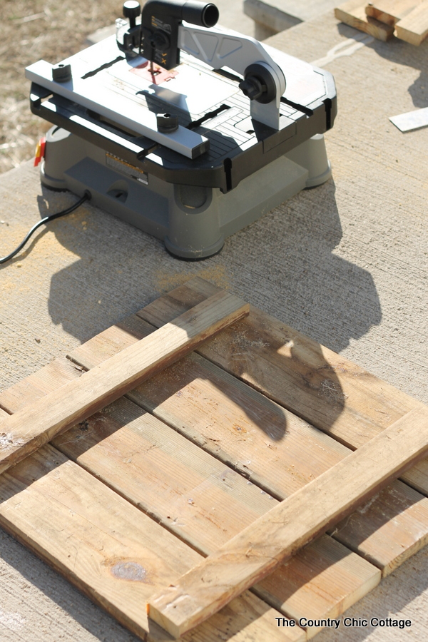 assembling pallet boards