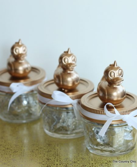Baby shower mason jar favors -- add a simple topper to mason jars for the perfect baby shower favors in minutes!