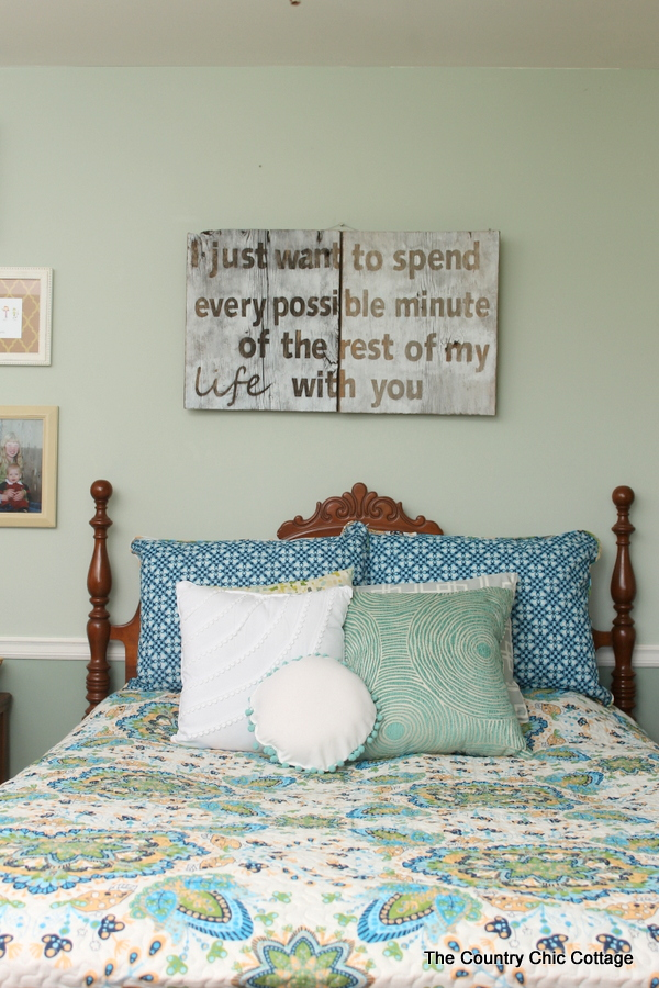 Rustic Farmhouse Bedroom Decor -- get great ideas here for a rustic farmhouse bedroom on a budget.  Mix vintage and new items for a gorgeous space in your home.