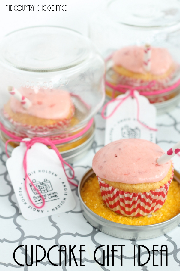 An adorable cupcake gift idea with a recipe for strawberry lemonade cupcakes!