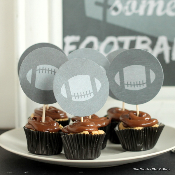 Chalkboard football party printables - print these for free for any football party that you are hosting!