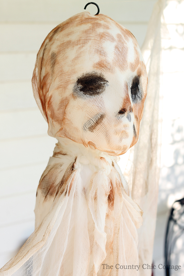 Make this mummy ghost for your Halloween decorations!  A fun and spooky addition to your porch!