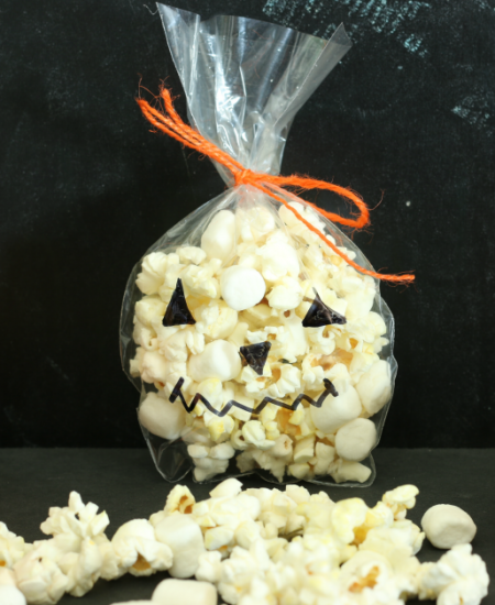 Jack-o-lantern treat bag from cupcakesandcrinoline.com