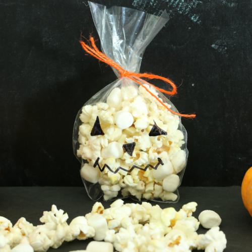 Jack-o-lantern treat bag from cupcakesandcrinoline.com