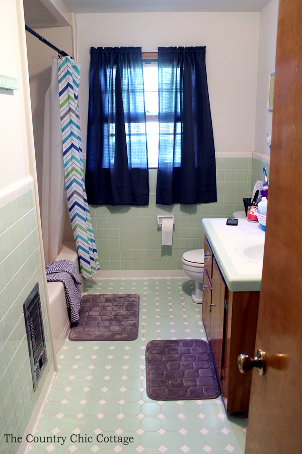 An amazing bathroom remodel using a Bath Fitter installation.  Great ideas here on decor as well!  Plus a testimonial on what really happens with Bath Fitter.