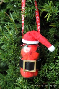 A Christmas ornament ebook with 20 craft ideas for every age and skill level.