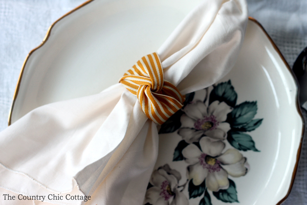 5 thanksgiving napkin ring ideas the country chic cottage thanksgiving napkin ring ideas five ideas for thanksgiving or your fall dinner party solutioingenieria Images