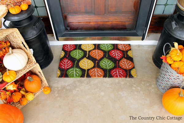 Outdoor fall decor -- perfect for the porch!