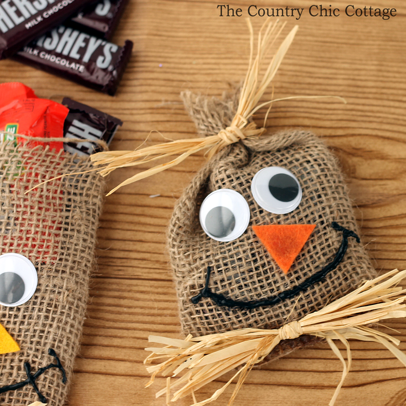 Make These Scarecrow Treat Bags For Burlap And Raffia Combine Into This Fun Craft