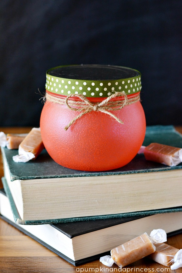 http://apumpkinandaprincess.com/2013/08/teacher-gifts-apple-treat-jar.html