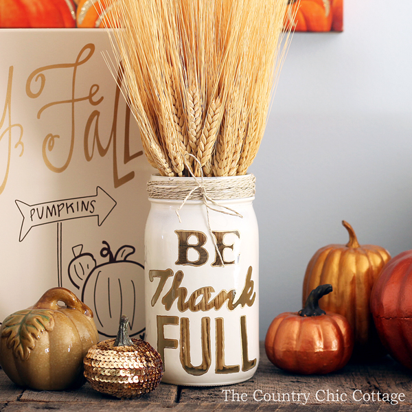 A gorgeous Thanksgiving mason jar that you can make this fall!