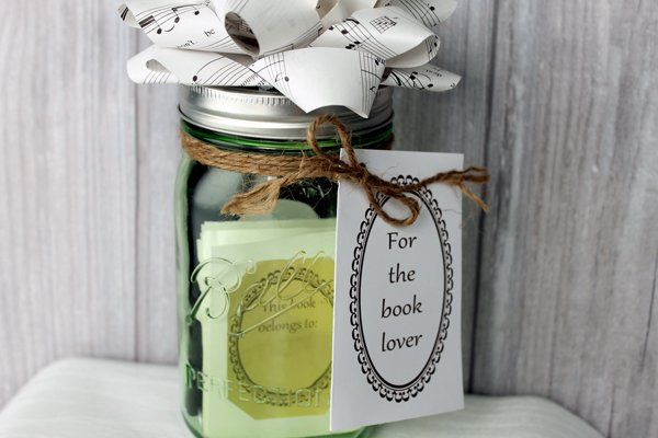 Make this book lover's gift in a jar in just a few minutes! Great idea for a Christmas gift!