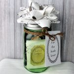 Make this book lover gift in a jar in just a few minutes! Great idea for a Christmas gift!