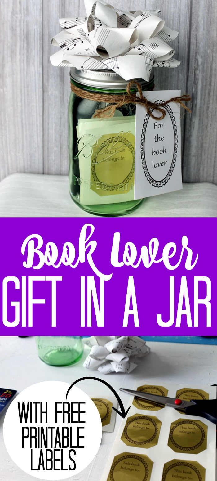 Make a book lover gift in a jar for everyone on your holiday list that loves books! This gift idea is easy to make and inexpensive as well! #gift #giftidea #masonjar #giftinajar #jargift #holidaygift #christmasgift #giftcard #printable #freeprintable #labels #printablelabels