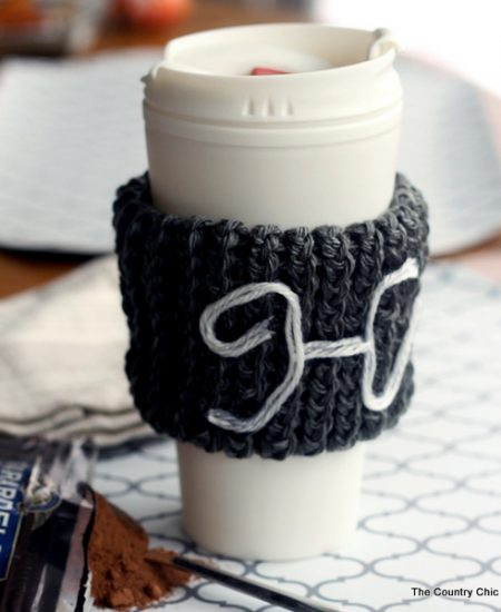 Make this monogram knit coffee sleeve with a knitting loom! This makes a great gift and is a great beginner's project for knitting!