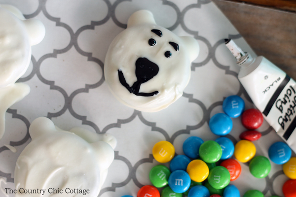 Norm of the North cookies - a super simple cookie made with Oreos and M&Ms!