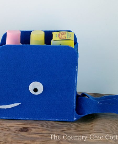 Sew your own felt storage baskets shaped like a whale! A fun organization project perfect for the kids!