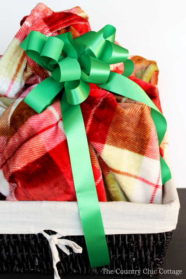Make themed gift baskets for Christmas with our ideas! A great list of ideas to give a gift basket to everyone on your holiday shopping list!