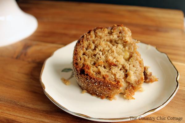 Make this applesauce banana cake for a healthy dessert alternative!