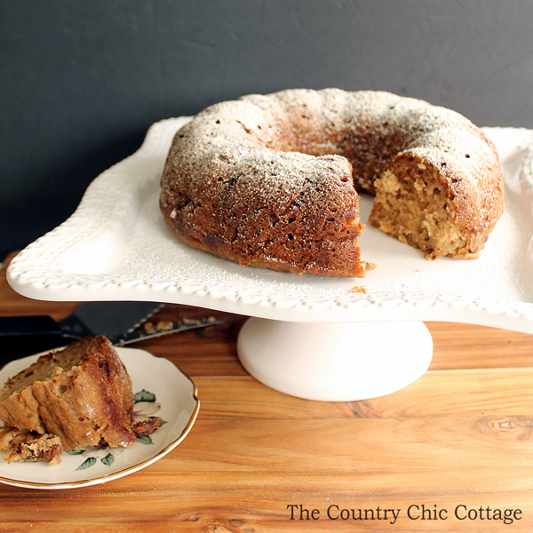 Make this applesauce banana cake for a healthy dessert alternative!