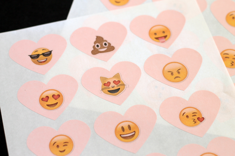 free emoji stickers for valentines day-001