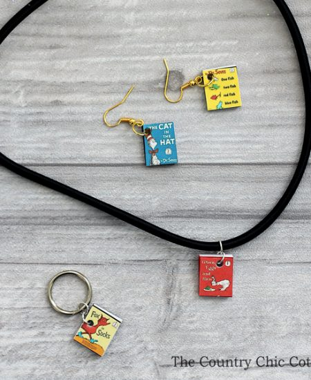 You can make Dr. Seuss jewelry for a teacher or to celebrate Read Across America Day! This mini Seuss book jewelry is easy to make and perfect for both!