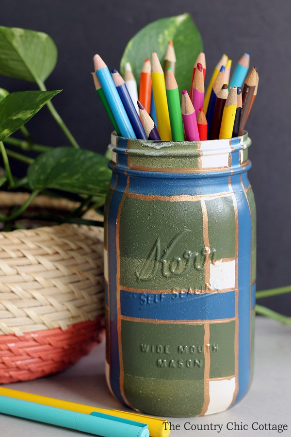 Make this plaid painted mason jar for your home decor! A gorgeous addition to any room!