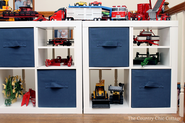 Organizing toys in a child's bedroom! The perfect way to refresh the space of your child and clear the clutter!