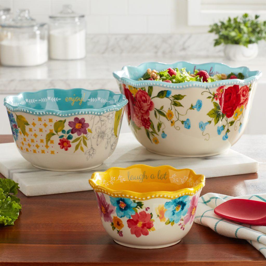 pioneer woman serving bowls