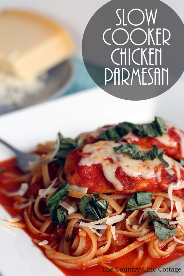Make this slow cooker chicken parmesan recipe in your crock pot for supper tonight! A quick and easy dinner that the whole family will love!